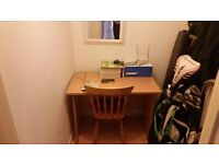Large double room to let in 2 bed flat -with own study room 5 min from uni and town.