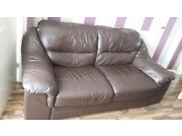 LEATHER 3 SEATER SOFA IN GOOD USED CONDITION I CAN ARRANGE DELIVERY OF THIS ITEM IF NEED BE
