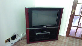 TELEVISION PHILIPS 26 INCH SCREEN MODEL PCE-329586C TOP OF THE RANGE IN MAHOGANY CABINET
