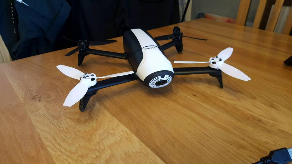 Parrot bebop 2 drone with skycontroller