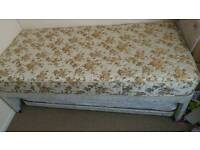 *Single divan bed with pull-out bed good and clean cond