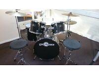 "Gear 4 Music Drum Kit in Black. Inc kick, floor tom, 2 x side toms, hats, 16+18"" cymbal+ stool"