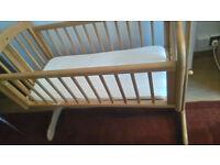 Selling swinging crib and mattres