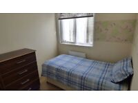 * NO AGENCY FEES * Furnished Single Room / Tower Hill, ZONE 1 & 2 / All Bills Inc / Available NOW !!