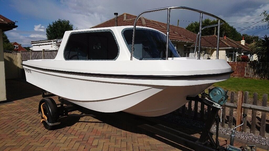 16 foot fishing cabin boat wilson flyer seahog hunter for 16 ft fishing boat