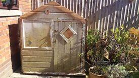 Charming wendy house/small storage shed/dog kennel, good condition but needs some attention