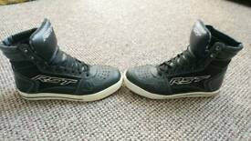 RST boots Size 6