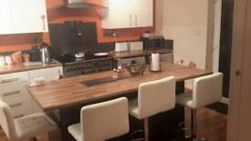 King/Large double room offered to rent in Sneyd Green, ST1