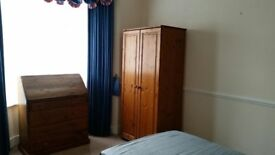 Spacious furnished room to suit professional Non-smokers only in houseshare with 2 others £100 pwk