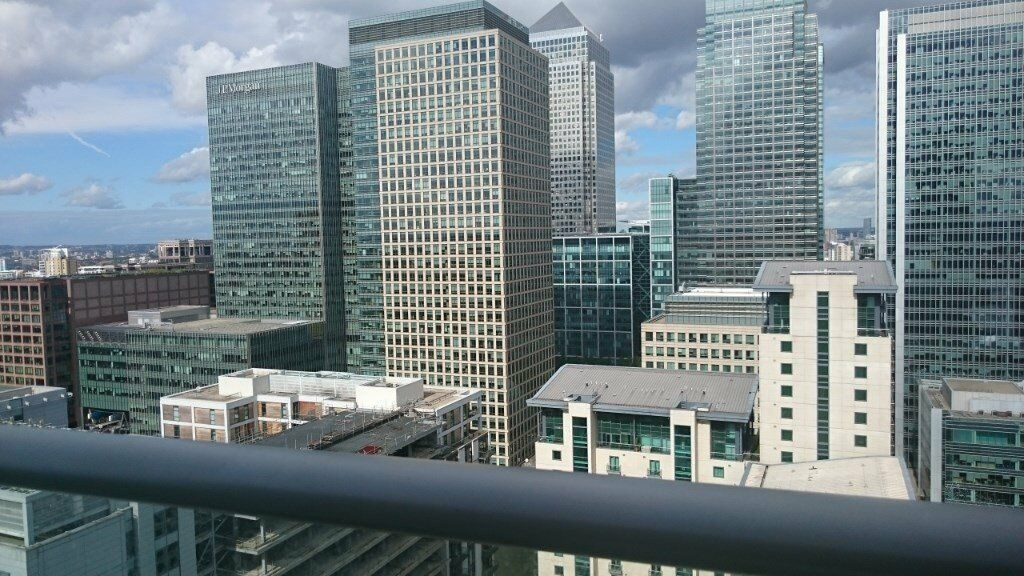 30th FLOOR 2 BED 2 BATH APARTMENT WITH STUNNING VIEWS OF CANARY WHARF IN E14 PAN PENINSULA! GYM SPA