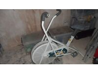 Sit Down Cross Trainer (exercise bike)