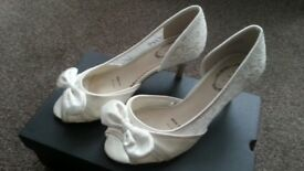 Cream Satin/net shoes - Size 4 wide