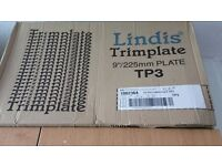 "Lindis trimplate 9""/225mm plastic plates and spoons"