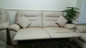 Brand new sofa from SCS real price £1800 now im seling 1600 ono and just 3 day used