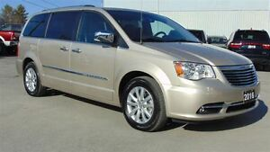 2016 Chrysler Town & Country LIMITED PLATINUM - ONLY 12,800 KMS!