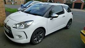 Dec 2010 Citroën ds3 white edition. .Full years MOT. 2 owners from new.