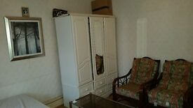 SHMP AGENT OFFERED VERY NICE MASTER ROOM IN FOUR BED ROOM HOUSE NEAR LEYTON UNDERGROUND STATION E10