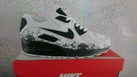BRAND NEW BOXED NIKE AIR MAX 90'S