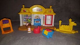 Little People® Corner Market