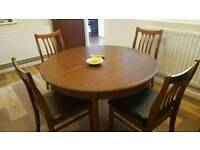 Round table (extendable) with 6 chairs