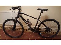 """TREK HYBRID BICYCLE MOUNTAIN BIKE 8.3 DS 19"""" FRAME EXCELLENT CONDITION RRP £595"""