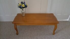 Lovely solid wood coffee table in very good condition