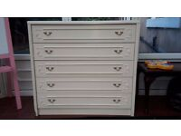 FOR SALE IS A CHEST OF WOODEN DRAWERS BEDROOM FURNITURE LOOK CHEAP BARGAIN