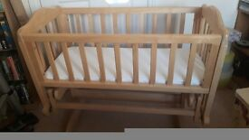 Free standing swinging crib