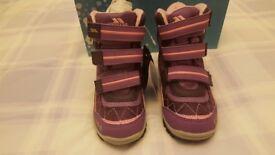 Kids Snowboots - Brand New - Size EUR 29 / UK 11