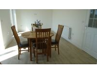 Solid Oak Dining Table & Chairs. Beautiful, Heavy Weight, with 4 High Back Chairs. 3foot7 diameter