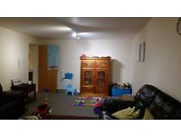 Double bed room in a spacious 3 bed flat to share with a single male