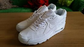NIKE AIR MAX SIZE 8.5 NEW