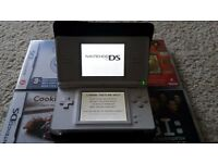 Nintendo DS Lite + charger, cover & games