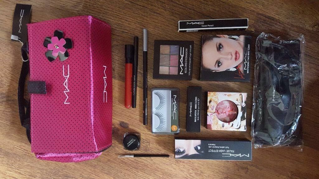 mac makeup gift set with bag ideal xmas pressie in