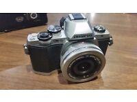 Olympus OM-D EM10 Digital ED 14-42mm 1:3.5-5.6 EZ Lens - Silver (16.1MP) 3.0 inch Tiltable LCD
