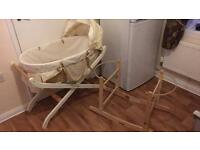 Moses basket with 2 stands