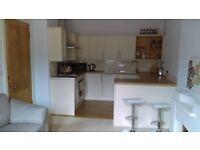 Beautifully presented furnished, 1 double bed with boxroom 3rd floor flat in quiet location