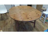 Round (extendable) Kitchen Table
