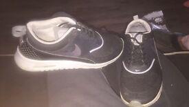 Nike thea's size 6