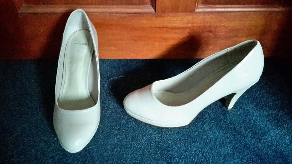 Clarks nude shoes