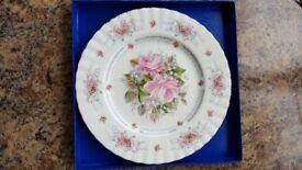 Bone China Royal Albert Birthday decorative/commemorative Plate in excellent condition