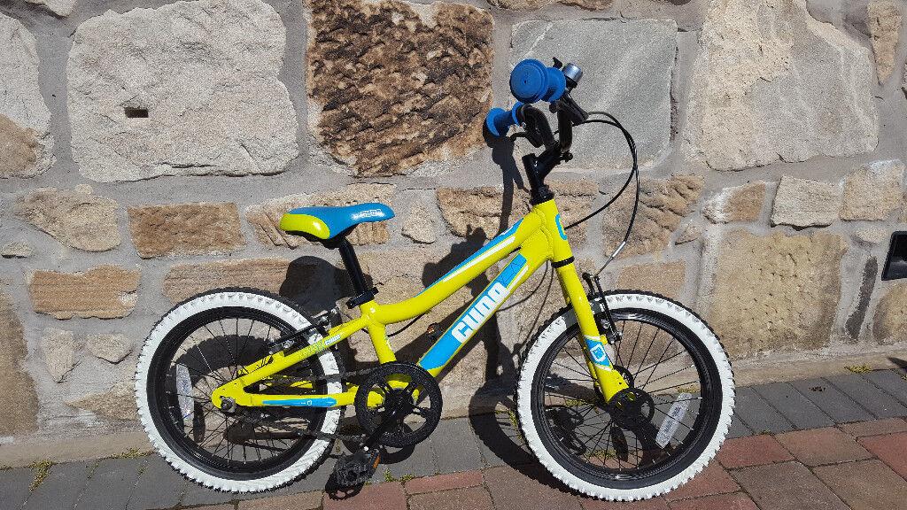 green//blue stabiliser model Cuda Blox 16 pavement bike