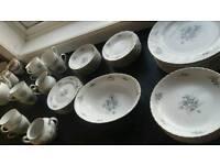 Vintage dinner plate set