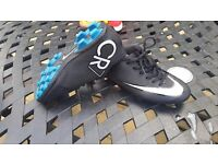 CR7 fooball boots