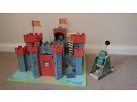 Le Toy Van Red Lionheart Wooden Castle and Trebuchet