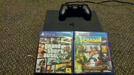 Ps4 slim all leads and 2 games