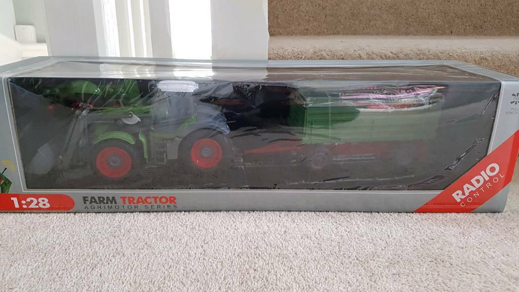 Radio controlled rc farm tractor and trailer. Brand new