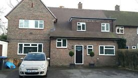 Rooms available near West Byfleet station