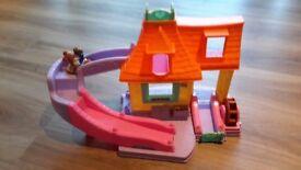 Little people Belles Klip klop Cottage Toy
