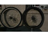 2 x 26 inch bike wheels front / rear with discs (8 cogs)